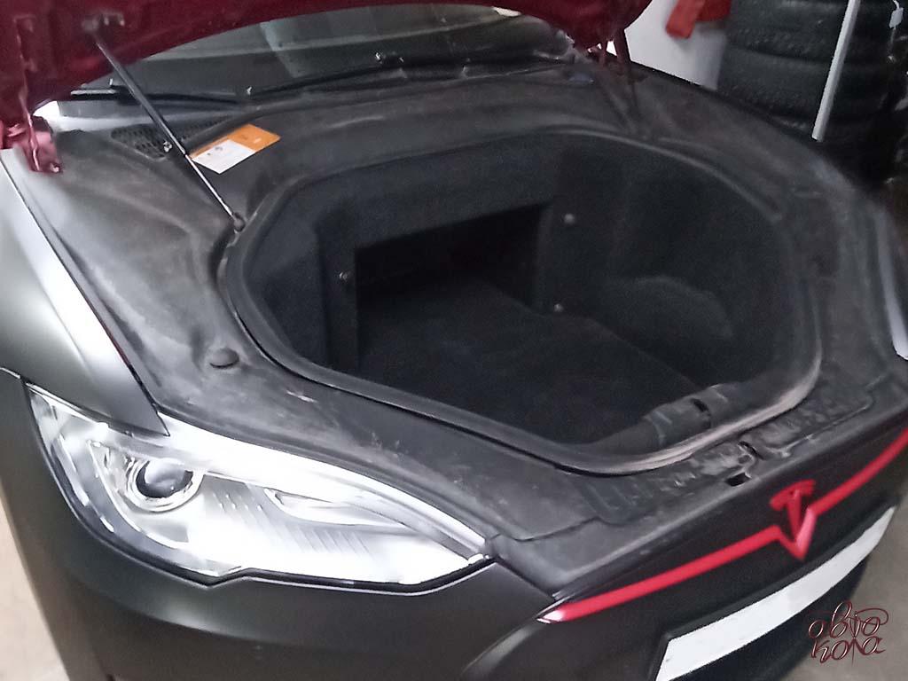 Картинка передний багажник автомобиля Tesla