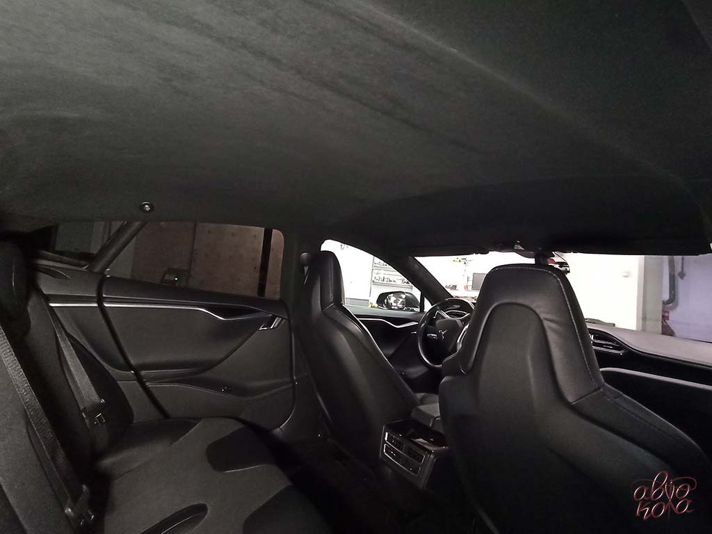 Картинка перетяжка в алькантару потолка автомобиля Tesla