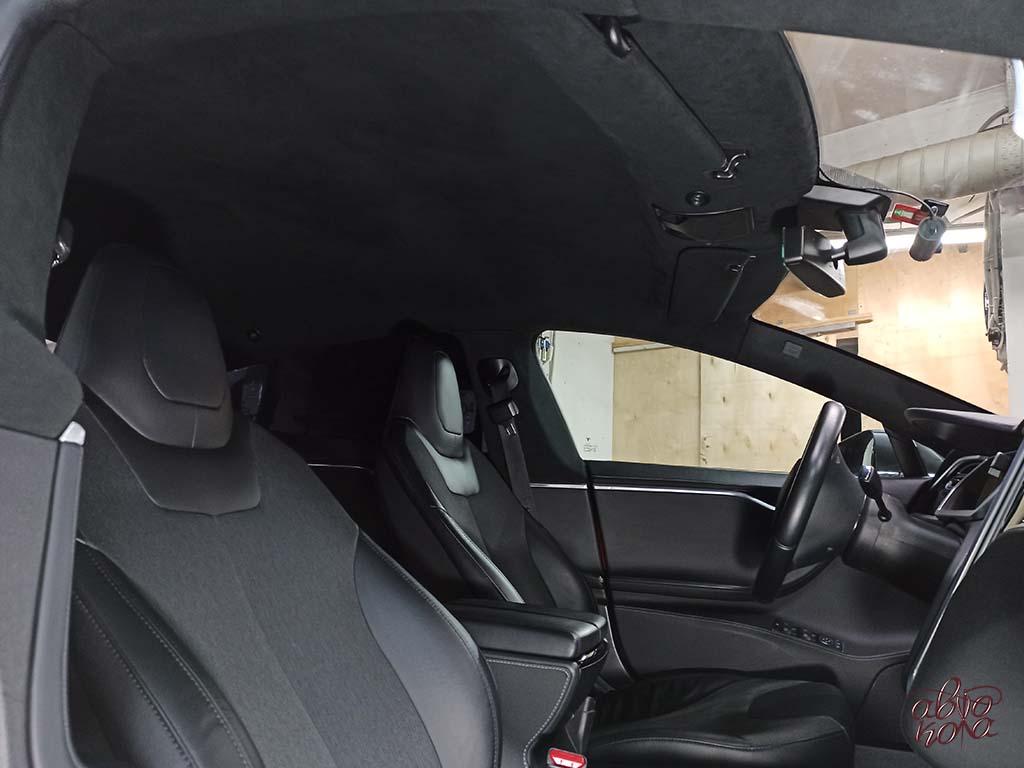Картинка перетяжка в черную алькантару потолка автомобиля Tesla