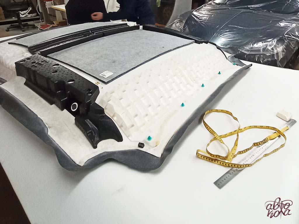 Картинка потолок автомобиля на столе