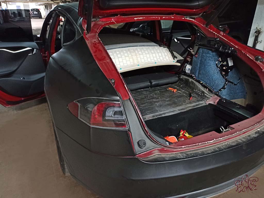 Картинка Tesla Model S открытый багажник